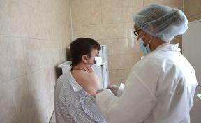 Более 165 тысяч человек привились от коронавируса в Кузбассе